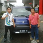 Foto Penyerahan Unit 6 Sales Marketing Mobil Dealer Daihatsu Manado Julianus Tiney SE