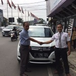 Foto Penyerahan Unit 1 Sales Marketing Mobil Dealer Honda Bandung Fadli