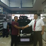 Foto Penyerahan Unit 2 Sales Marketing Mobil Dealer Honda Kevin