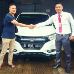 Foto Penyerahan Unit 4 Sales Marketing Mobil Dealer Honda Aris