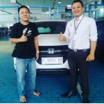 Foto Penyerahan Unit 2 Sales Marketing Mobil Dealer Honda Jember Mero