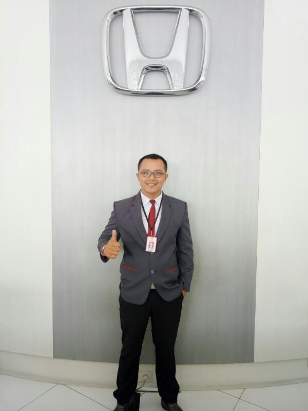 Sales Marketing Mobil Dealer Honda Jember Mero