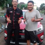 Foto Penyerahan Unit 1 Sales Marketing Mobil Dealer Toyota Surabaya Indra