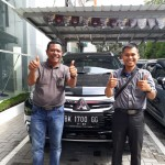 Foto Penyerahan Unit 2 Sales Marketing Mobil Dealer Mitsubishi Rio
