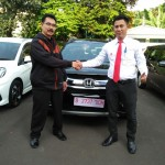 Foto Penyerahan Unit 1 Sales Marketing Mobil Dealer Honda Kranji Yusnardi