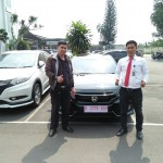 Foto Penyerahan Unit 2 Sales Marketing Mobil Dealer Honda Kranji Yusnardi