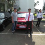 Foto Penyerahan Unit 5 Sales Marketing Mobil Dealer Honda Kranji Yusnardi