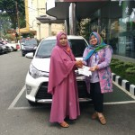 Foto Penyerahan Unit 4 Sales Marketing Mobil Dealer Toyota Asriyanti
