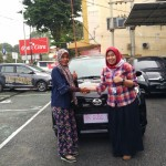 Foto Penyerahan Unit 5 Sales Marketing Mobil Dealer Toyota Asriyanti