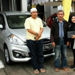Foto Penyerahan Unit 1 Sales Marketing Mobil Dealer Suzuki Yesy