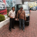Foto Penyerahan Mobil 9 Sales Marketing Dealer Suzuki Balikpapan