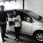 Foto Penyerahan Unit 2 Sales Marketing Mobil Dealer Daihatsu Malang Ary Tonica
