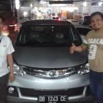 Foto Penyerahan Unit 3 Sales Marketing Mobil Dealer Daihatsu Manado Julianus Tiney SE