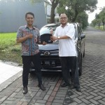Foto Penyerahan Unit 2 Sales Marketing Mobil Dealer Daihatsu Surabaya Ekky
