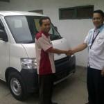 Foto Penyerahan Unit 2 Sales Marketing Mobil Dealer Daihatsu Surabaya  Yudhi Andjar Indarto