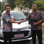 Foto Penyerahan Unit 5 Sales Marketing Mobil Dealer Daihatsu Surabaya Ekky