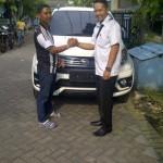Foto Penyerahan Unit 5 Sales Marketing Mobil Dealer Daihatsu Surabaya  Yudhi Andjar Indarto