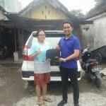Foto Penyerahan Unit 7 Sales Marketing Mobil Dealer Daihatsu Surabaya Ekky