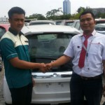 foto-penyerahan-unit-2-sales-marketing-mobil-honda-purwakarta-andri-naldi