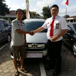 Foto Penyerahan Unit 4 Sales Marketing Mobil Dealer Honda Kevin