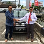 foto-penyerahan-unit-2-sales-marketing-mobil-dealer-honda-banjarmasin-haris