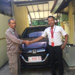 Foto Penyerahan Unit 2 Sales Marketing Mobil Dealer Honda Djalil