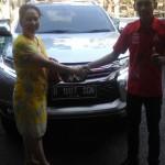 Foto Penyerahan Unit 2 Sales Marketing Mobil Dealer Mitsubishi Jakarta Riyadi