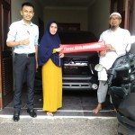 Foto Penyerahan Unit 3 Sales Marketing Mobil Dealer Mitsubishi Jakarta Riyadi