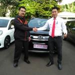 Foto Penyerahan Unit 1 Sales Marketing Mobil Dealer Honda Kranji Yusnardi