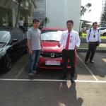 Foto Penyerahan Unit 5 Sales Marketing Mobil Dealer Honda Kranji Yusnardi