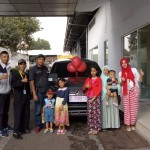 Foto Penyerahan Unit 1 Sales Marketing Mobil Dealer Mitsubishi Sri Mulyati