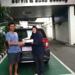 Foto Penyerahan Unit 1 Sales Marketing Mobil Dealer Toyota Asriyanti