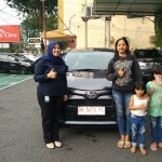 Foto Penyerahan Unit 2 Sales Marketing Mobil Dealer Toyota Asriyanti