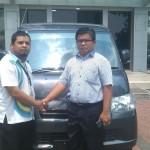 Foto Penyerahan Unit 3 Sales Marketing Mobil Daihatsu Taufiq