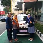 Foto Penyerahan Unit 3 Sales Marketing Mobil Dealer Toyota Asriyanti