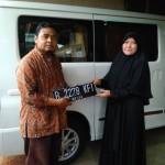 Foto Penyerahan Unit 4 Sales Marketing Mobil Daihatsu Taufiq