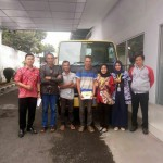 Foto Penyerahan Unit 4 Sales Marketing Mobil Dealer Mitsubishi Sri Mulyati
