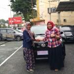 Foto Penyerahan Unit 5 Sales Marketing Mobil Dealer Toyota Asriyanti