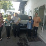 Foto Penyerahan Unit 7 Sales Marketing Mobil Dealer Mitsubishi Sri Mulyati