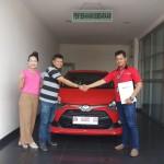 Foto Penyerahan Unit 2 Sales Marketing Mobil Dealer Toyota Genta